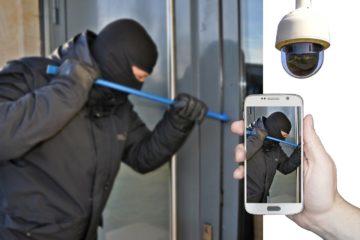 Cambrioleur forcant une porte